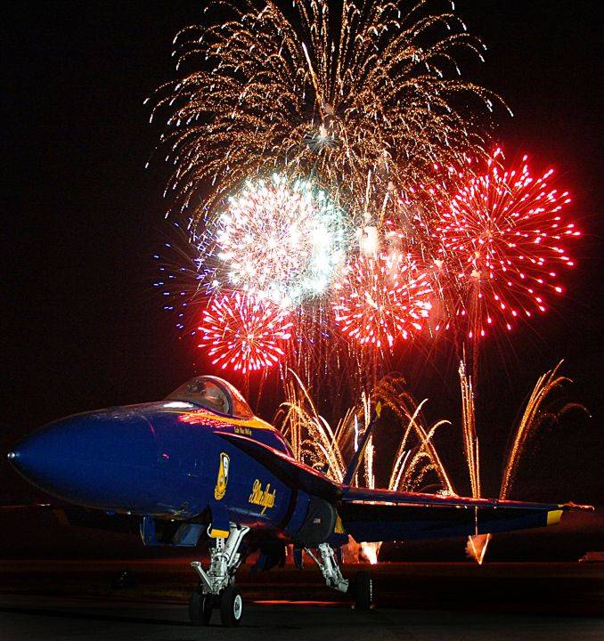 September 31, 2005: The Night Sky Lights Up With Exploding Fireworks in Millington, State of Tennessee, USA. Photo Credit (Full size): Photographer's Mate 2nd Class Jayme Pastoric, Navy NewsStand - Eye on the Fleet Photo Gallery (http://www.news.navy.mil/view_photos.asp, 050931-N-9769P-001), United States Navy (USN, http://www.navy.mil); United States Department of Defense (DoD, http://www.DefenseLink.mil or http://www.dod.gov), Government of the United States of America (USA).