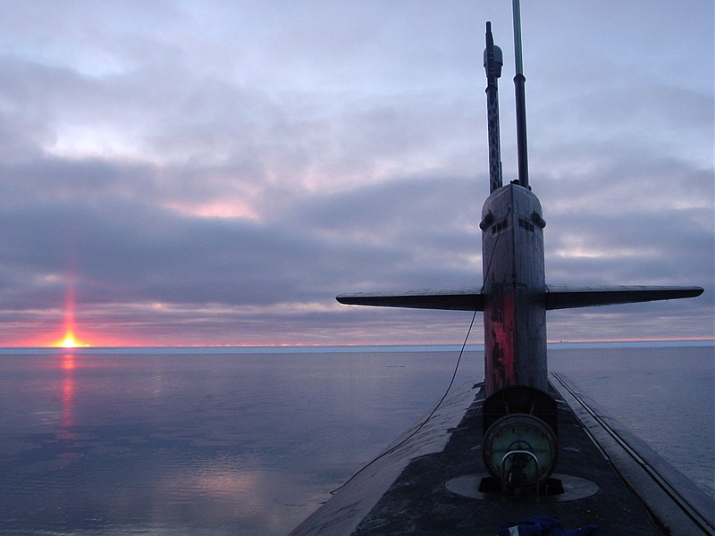 Beautiful and Scenic View of the Sky, the Sun (Sunrise or Sunset), and the Horizon at the Arctic Circle, October 2003. Photo Credit (Full size): Chief Yeoman Alphonso Braggs, Navy NewsStand - Eye on the Fleet Photo Gallery (http://www.news.navy.mil/view_photos.asp, 031000-N-XXXXB-005), United States Navy (USN, http://www.navy.mil), United States Department of Defense (DoD, http://www.DefenseLink.mil or http://www.dod.gov), Government of the United States of America (USA).