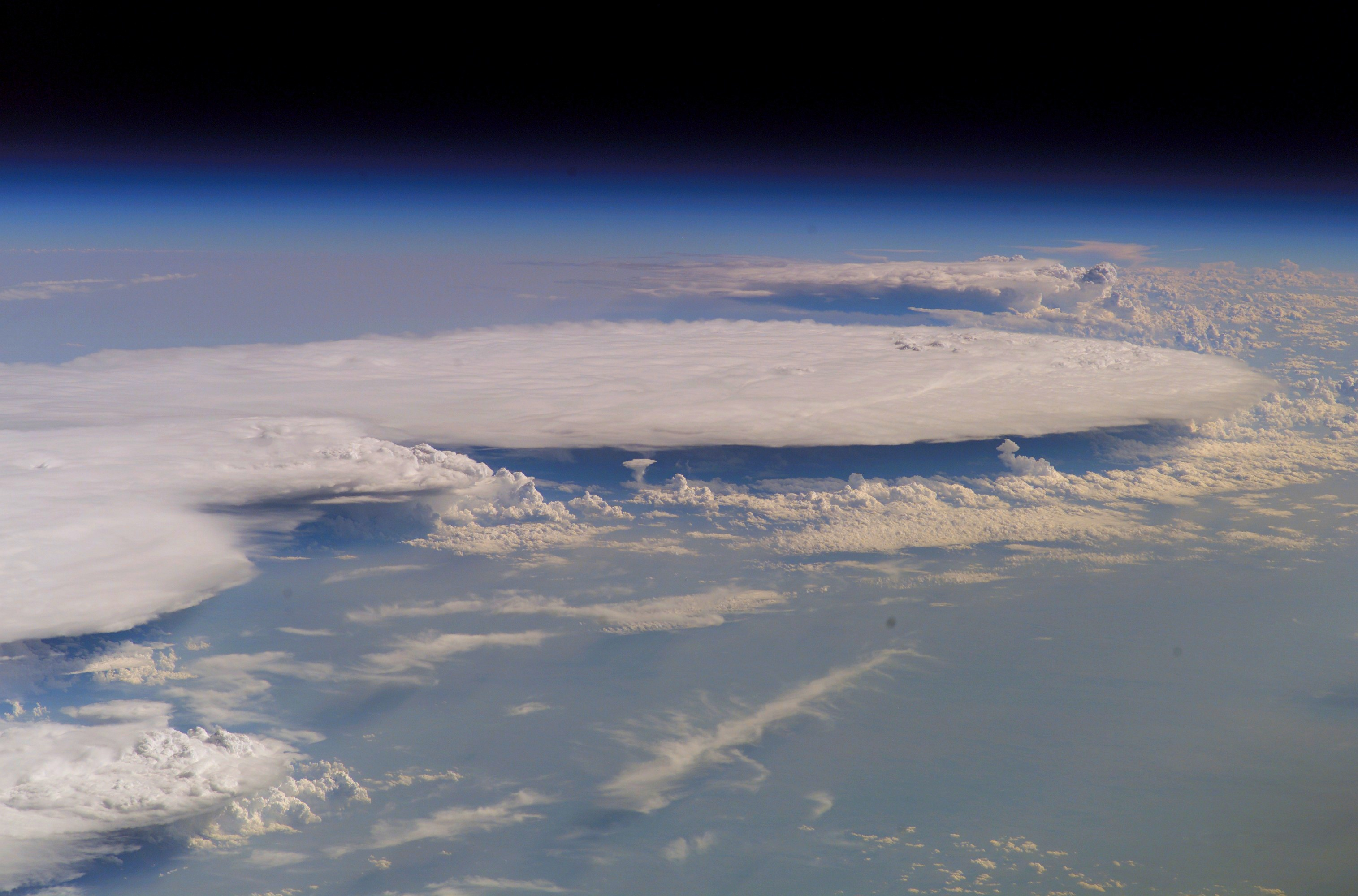 [Image: gpw-20061021-NASA-ISS015-E-23716-space-h...-large.jpg]