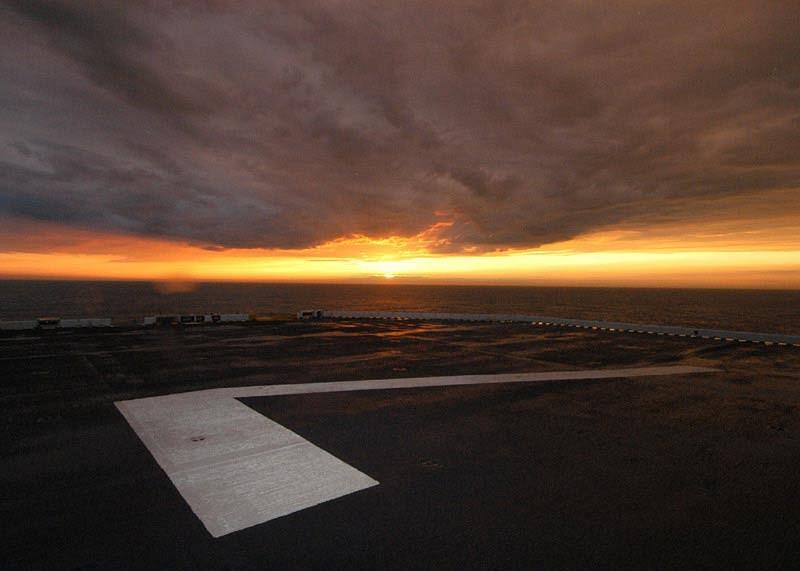 صور غروب الشمس في بعض مناطق العالم Gpw-200702-30-UnitedStatesNavy-040601-N-8933S-002-sunset-big