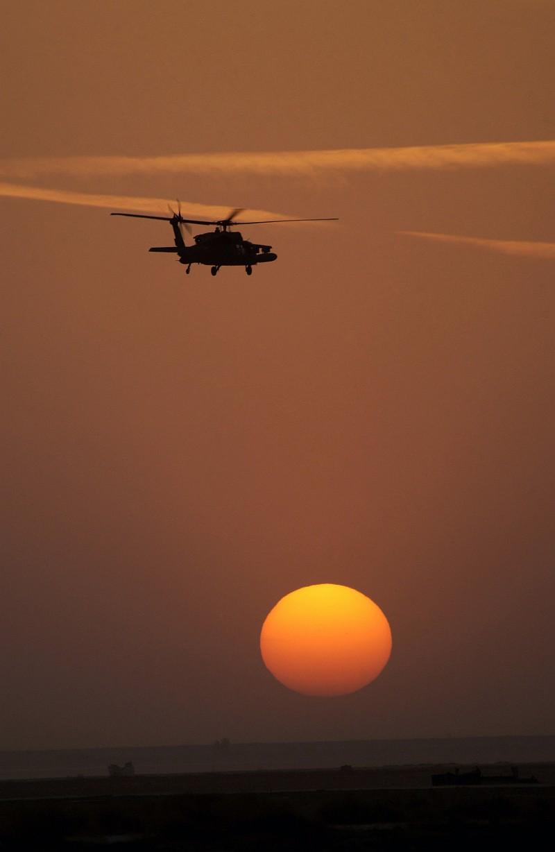 صور غروب الشمس في بعض مناطق العالم Gpw-200702-56-UnitedStates-DefenseVisualCenter-DFSD0504367