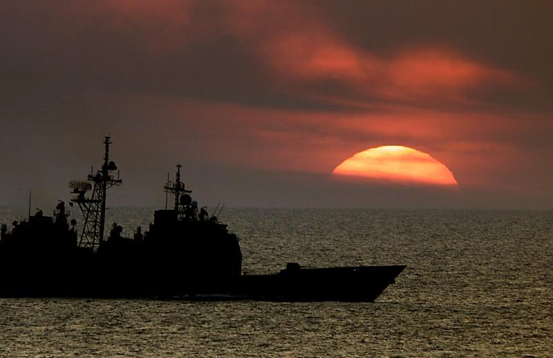 صور غروب الشمس في بعض مناطق العالم Gpw-200702-73-UnitedStatesNavy-000518-N-6967M-503-sunset-USS-Normandy-CG60-20000518-Atlantic-Ocean